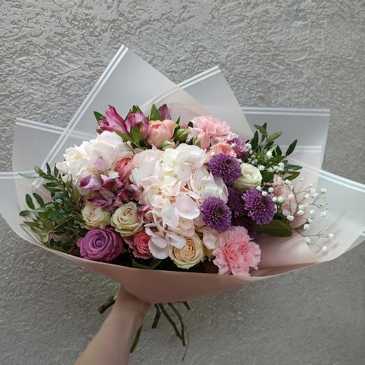 Шикарный букет с гортензией и ассорти цветов