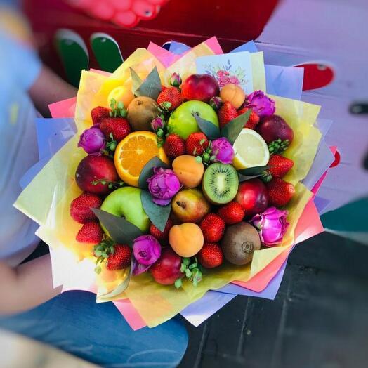 Фруктово-цветочный букет с абрикосами