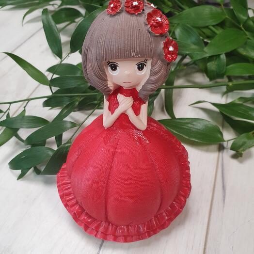 Статуэтка из полистоуна девушка в красном