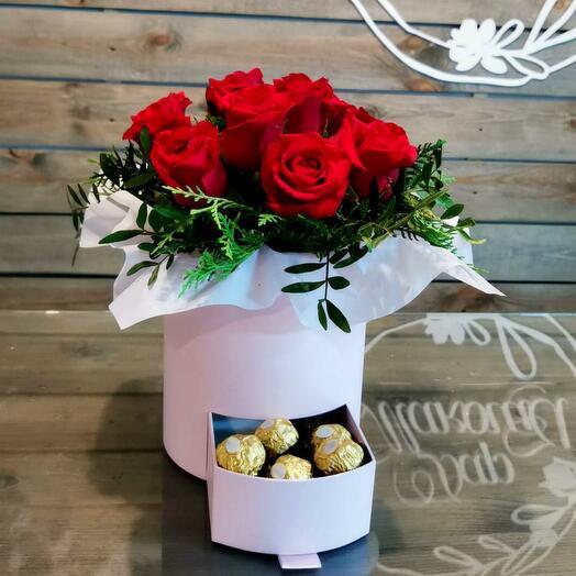 Коробка Красных роз с Ferrero Rocher