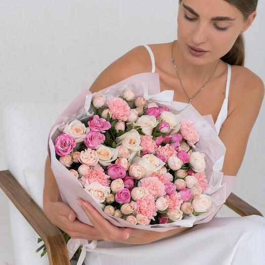 Авторский букет с парфюмированной пионовидной розой Эквадор 60см