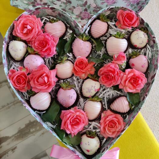 Коробка с клубникой в шоколаде «Прованс»