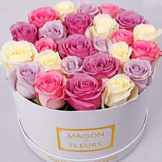 25 нежных роз в белой коробке