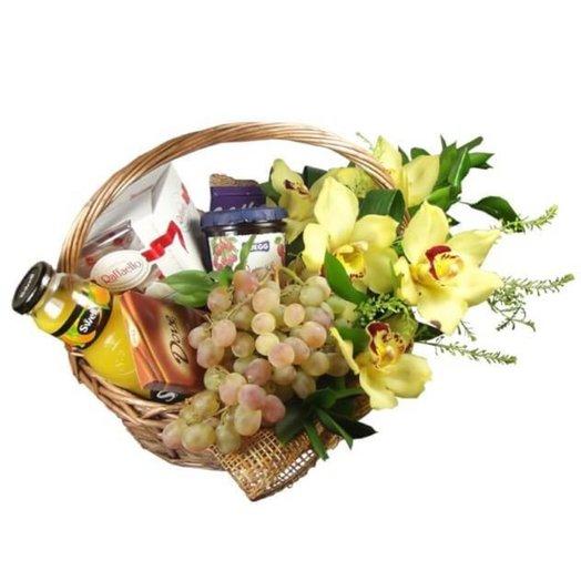 Корзина Счастье: букеты цветов на заказ Flowwow