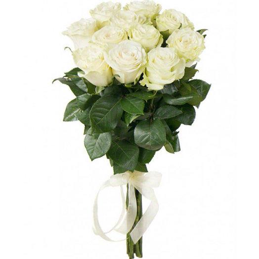 Букет из 11 белых роз с лентой