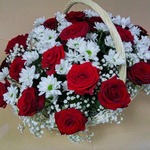 29 roses in basket