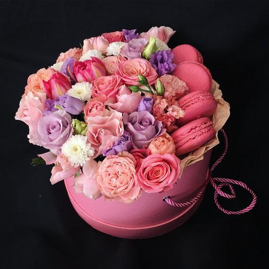 Цветы с макарунами : букеты цветов на заказ Flowwow