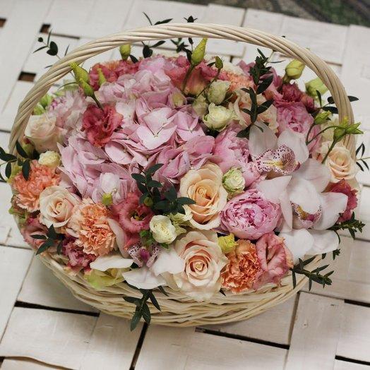 Корзина с гортензией, пионами,  розами и орхидеями: букеты цветов на заказ Flowwow