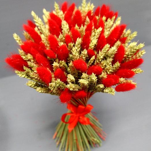 Букет с пшеницей и ярким лагурусом