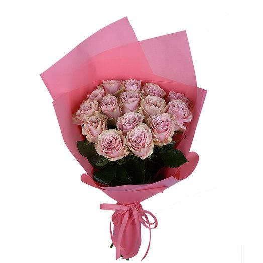 15 нежно-розовых роз