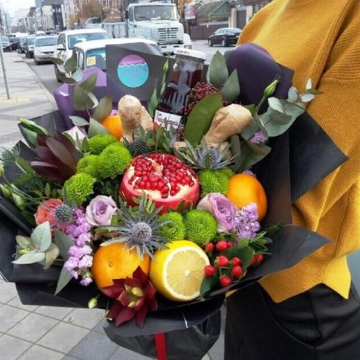 Fruity bouquet with pomegranate juice