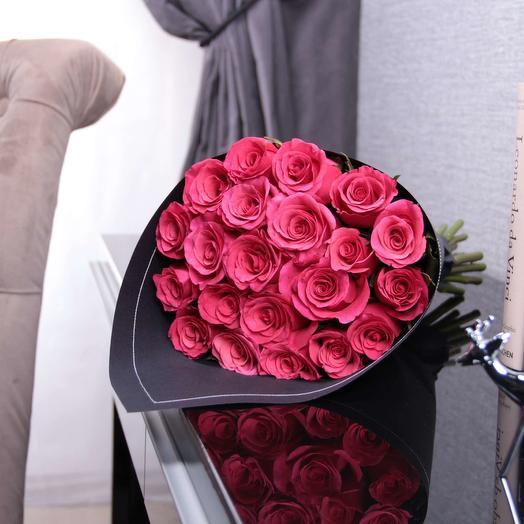 21 розовая роза Cherry O! Kenya BLVCK: букеты цветов на заказ Flowwow
