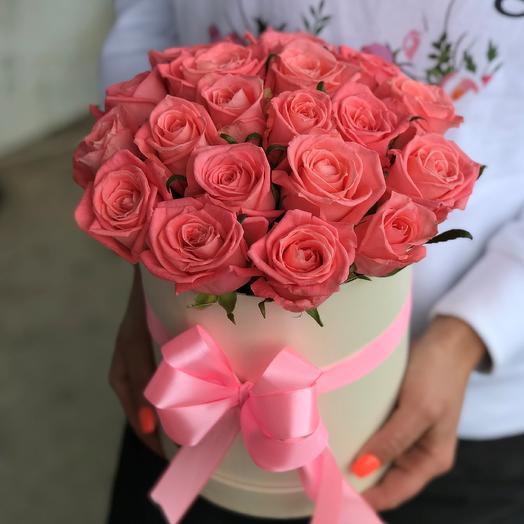 Коробка с цветами. 19 роз. N512: букеты цветов на заказ Flowwow