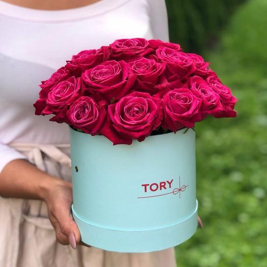 21 малиновая роза в шляпной коробке