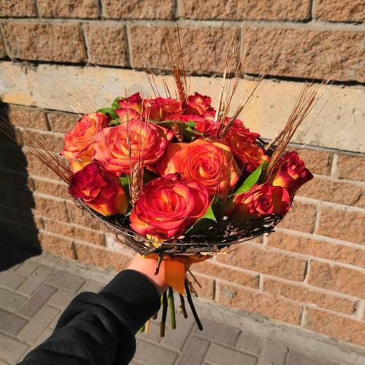 Букет на каркасе из роз: букеты цветов на заказ Flowwow