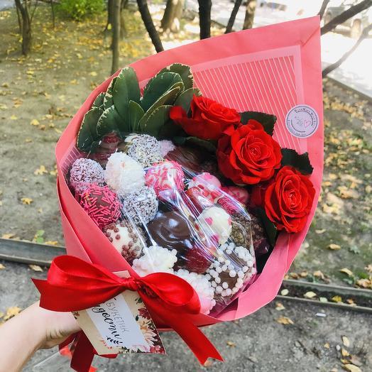 Клубничный сюрприз: букеты цветов на заказ Flowwow