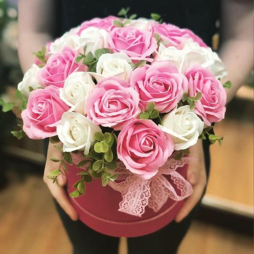 Нежная композиция мыльных роз: букеты цветов на заказ Flowwow