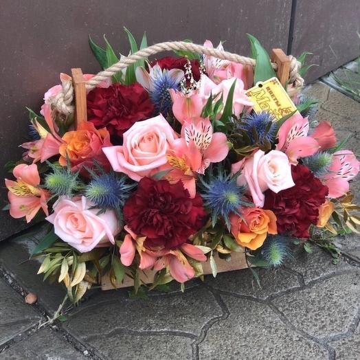 Цветы в деревянном ящичке