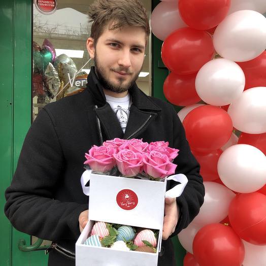 Бокс шкатулка Розы с клубникой в шоколаде: букеты цветов на заказ Flowwow