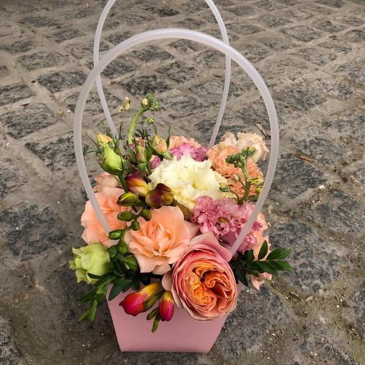 Цветочная яркая Сумочка: букеты цветов на заказ Flowwow
