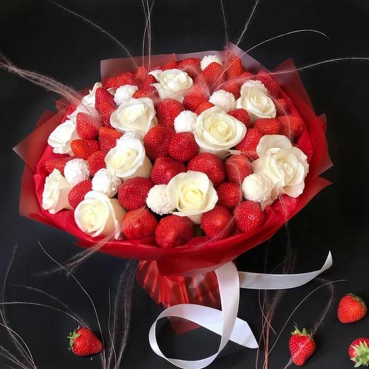 A bouquet of Chocolate-covered Strawberries and Roses L
