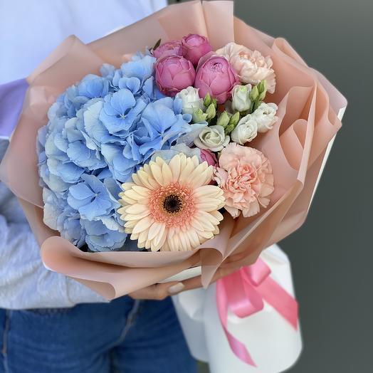Букет из гортензии, пионовидной розы, герберы и диантуса Одри