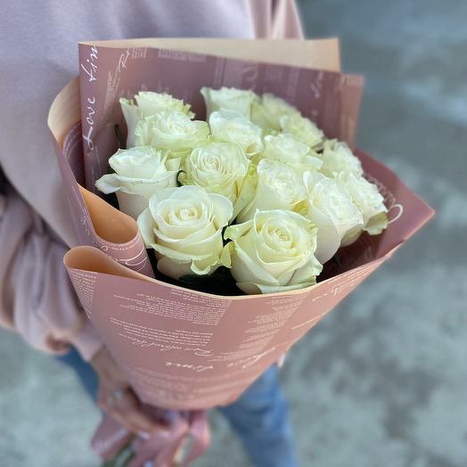 Белые розы в оформлении