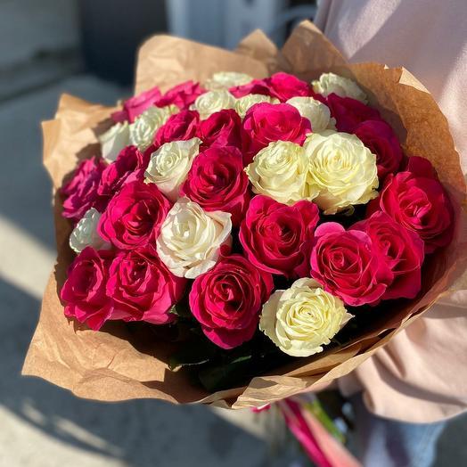Букет из роз в оформлении