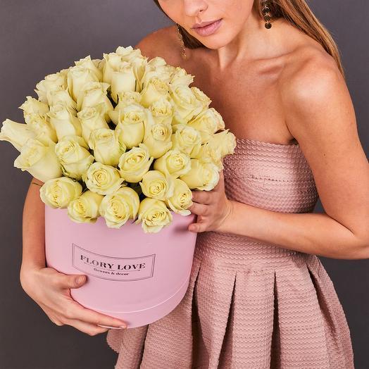 51 белая роза премиум в шляпной коробке
