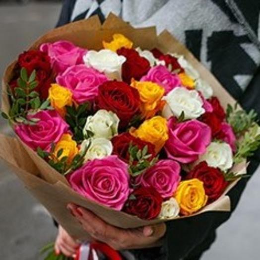 Яркий микс из кенийских роз и зелени