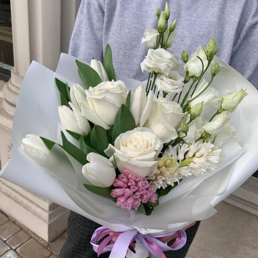 Нежный букет с розами и гиацинтами