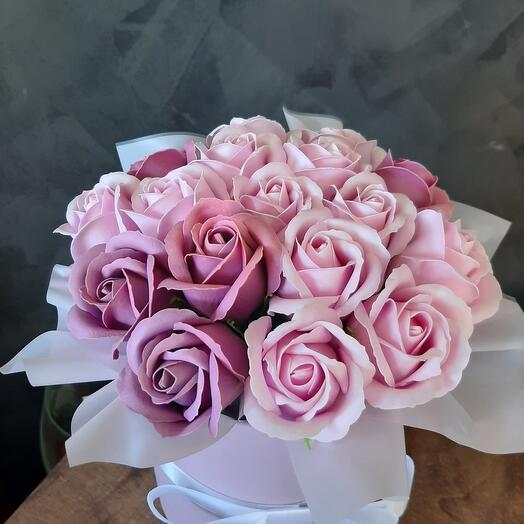 Цилиндр из мыльных роз
