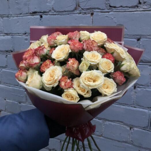 Букет из 11 микс кустовых роз
