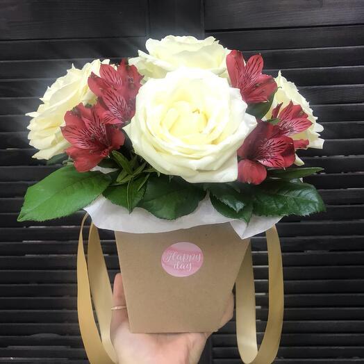 Цветы в Крафт коробке