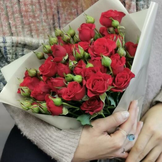 Букет Каберне 7 из красных кустовых роз