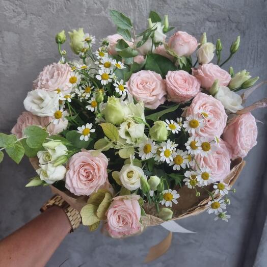Сборный букет с пионовидной розой