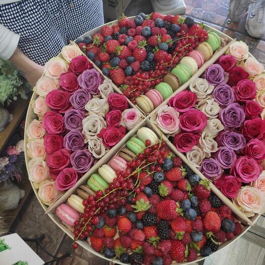 Розы и ягоды