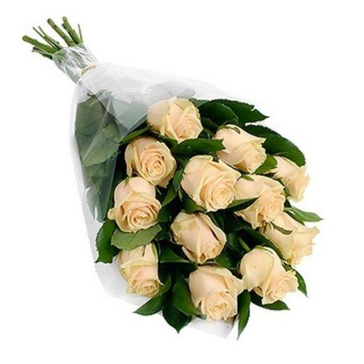 11 роз в пленке с зеленью цвет на выбор: букеты цветов на заказ Flowwow