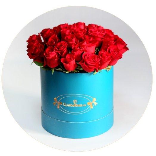 Красные розы в шляпной коробке цвета цвета морской волны: букеты цветов на заказ Flowwow
