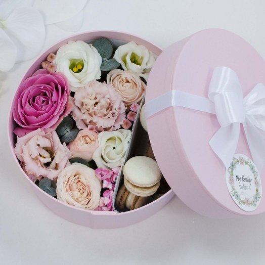 Цветы и макаруны 022 арт0103: букеты цветов на заказ Flowwow
