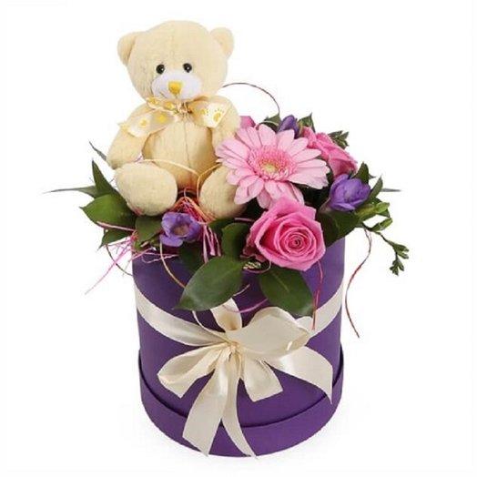 Мишка в коробке с розами: букеты цветов на заказ Flowwow