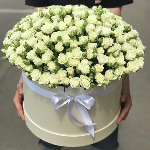 Коробки с цветами. Кустовые розы. 101 белая роза N90: букеты цветов на заказ Flowwow