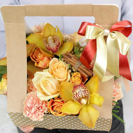 Композиция из гвоздик роз и орхидей в подарочной коробке: букеты цветов на заказ Flowwow