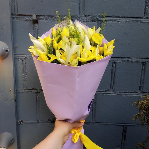 Ирисы: букеты цветов на заказ Flowwow