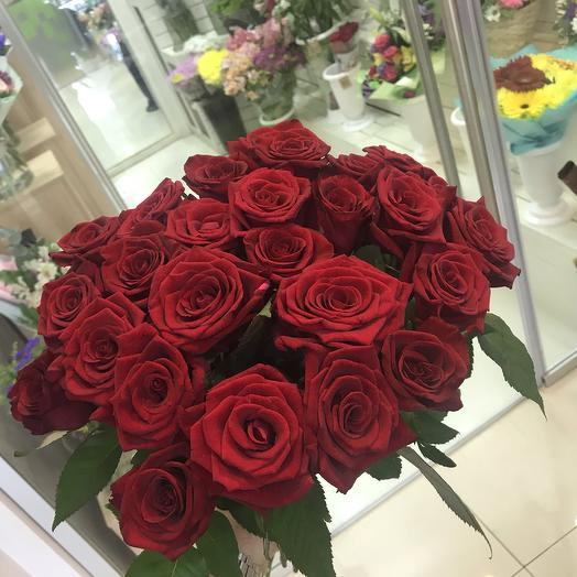 25 красных роз: букеты цветов на заказ Flowwow