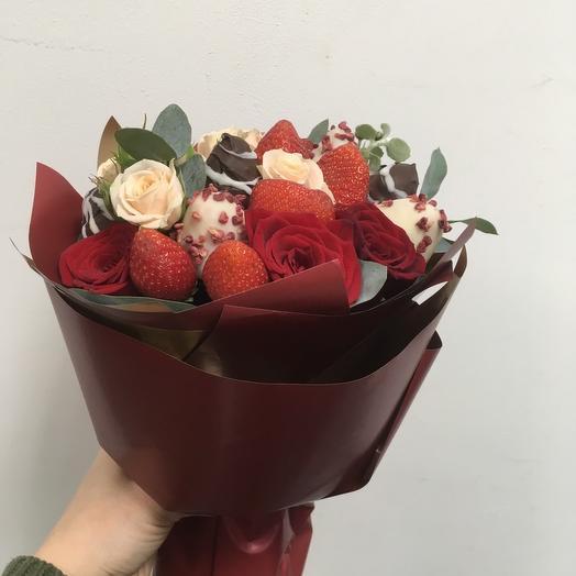 Букет из 7 клубник в Шоколаде и роз: букеты цветов на заказ Flowwow