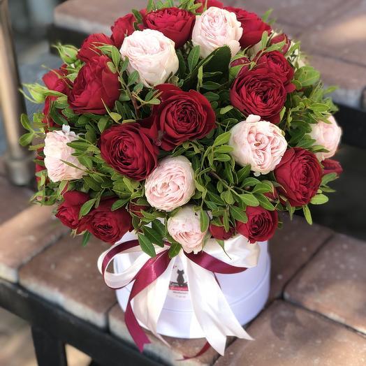 Коробочка с пионовидными Розами: букеты цветов на заказ Flowwow