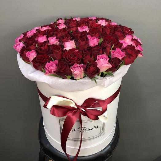 101 красно-розовая роза в коробочке: букеты цветов на заказ Flowwow