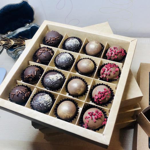 Набор конфет ручной работы из марципана в шоколаде, 16 шт