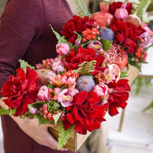 Карминные розы